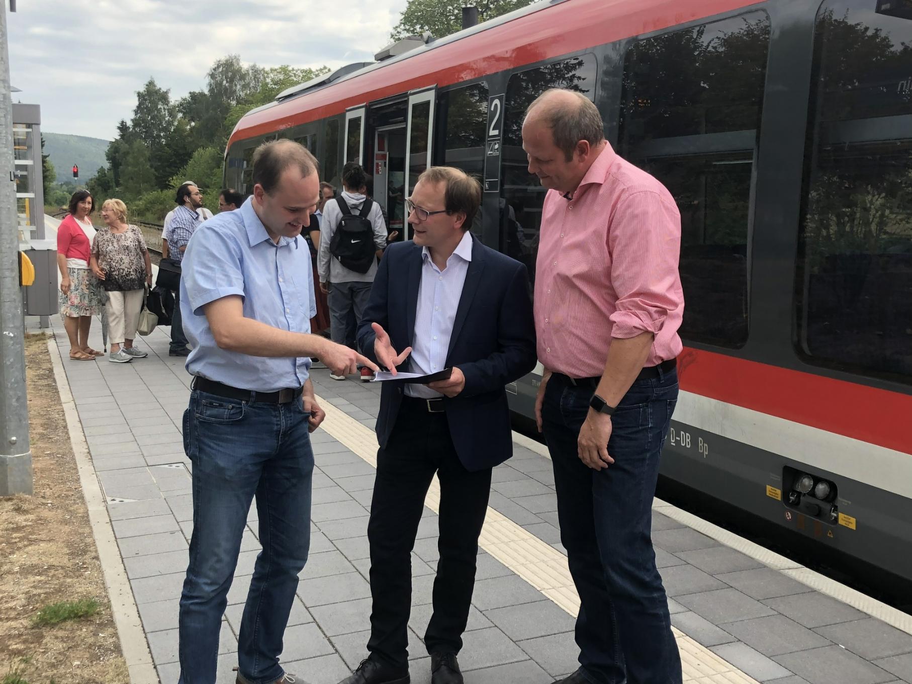 Bezirkstagskandidat Markus Krebs, MdB Karsten Klein und Landtagskandidat Frank Zimmermann